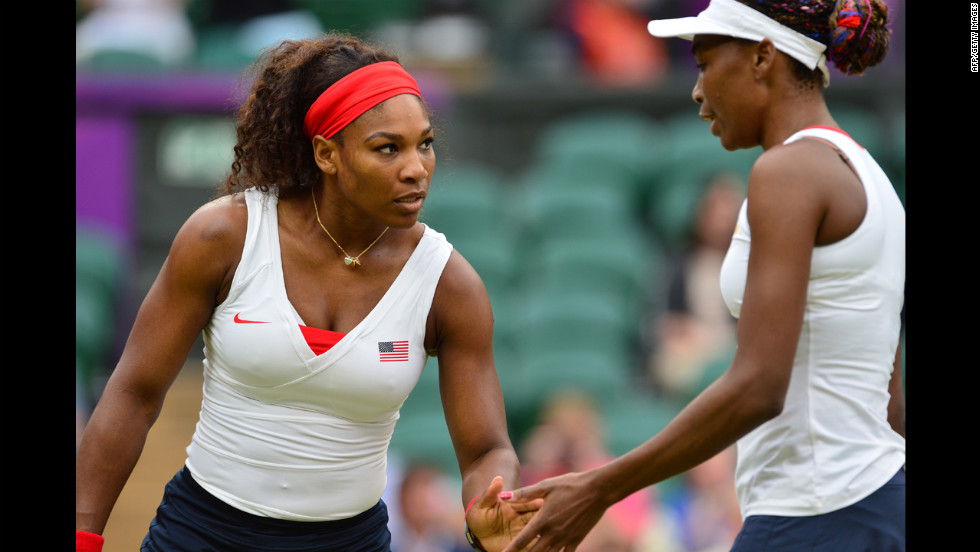 The Williams sisters talk as they play Hlavackova and Hradecka.