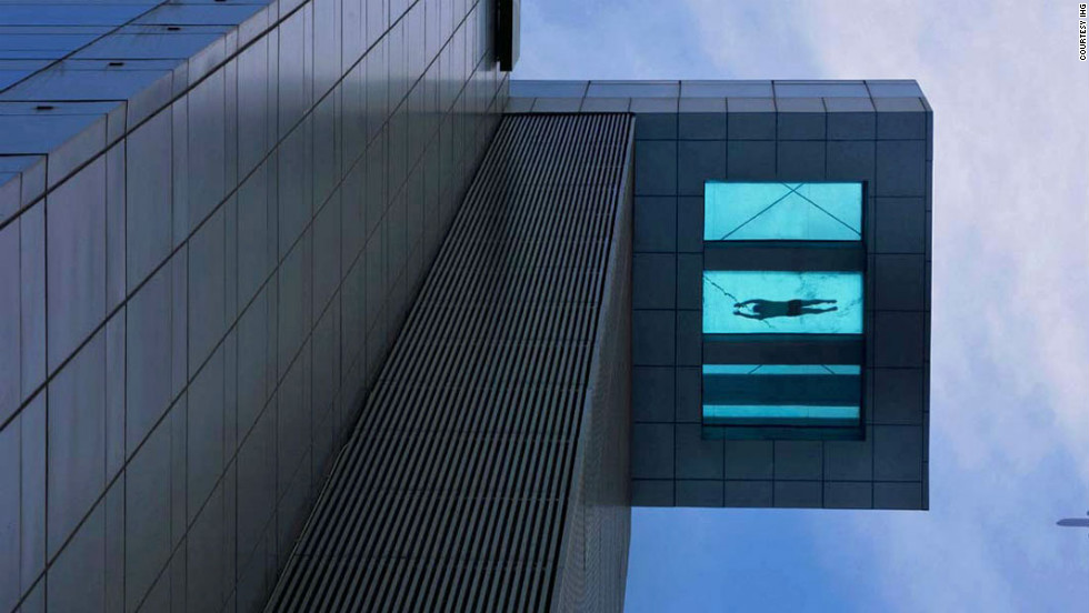 Perched on the 24th floor, the swimming pool at Holiday Inn Shanghai Pudong Kangqiao protrudes from the main building. The pool's bottom is constructed with toughened glass.