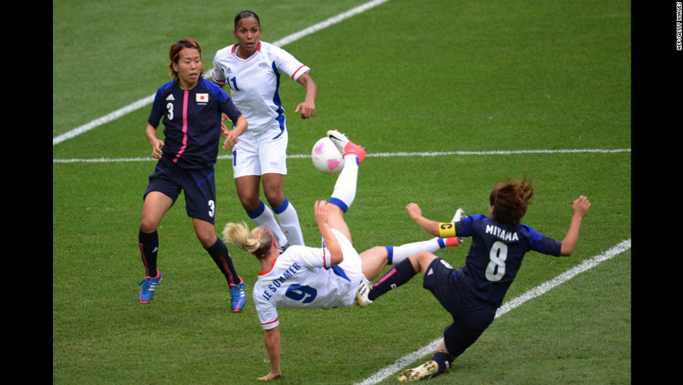 France's Eugenie Le Sommer misses a goal opportunity during the women's football semifinal between Japan and France. Japan won 2-1.