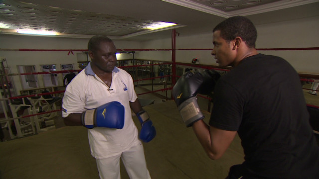 Can boxing 'professor' train next champ?