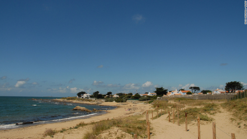 If you think quaint village living is still too far from nature, Île de Noirmoutier's marshes, dunes, forests and beaches will suit your tastes.