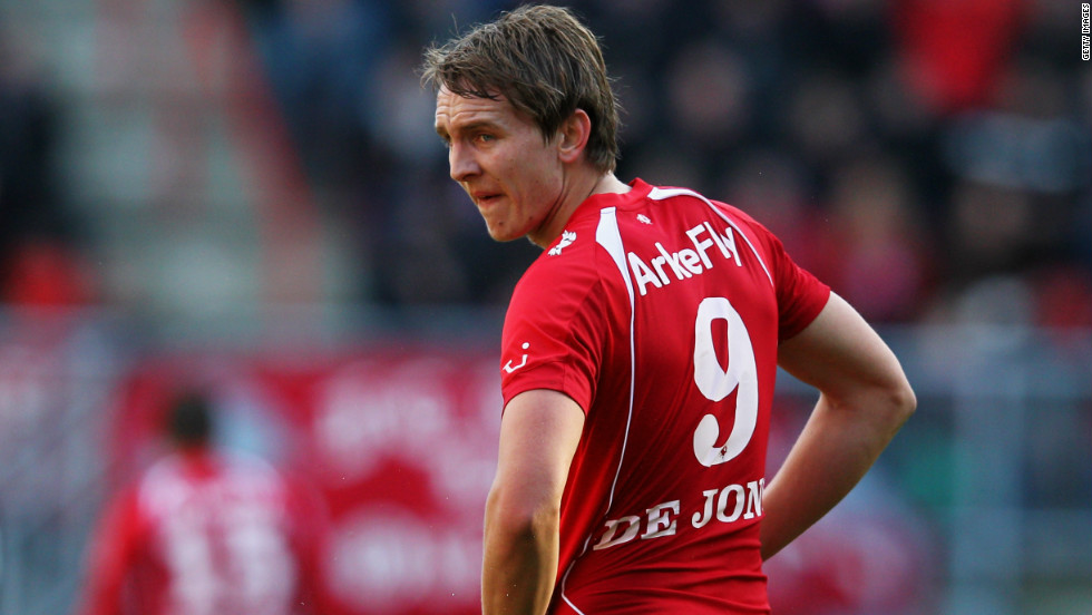 <strong>FC Twente to Borussia Monchengladbach</strong>After much interest from all corners of Europe, FC Twente's top-scoring target man Luuk de Jong decided to join Borussia Monchengladbach in an $18. 5 million deal. The 21-year-old, who scored 25 goals in 32 appearances last season, went to Euro 2012 but did not appear for the Netherlands.