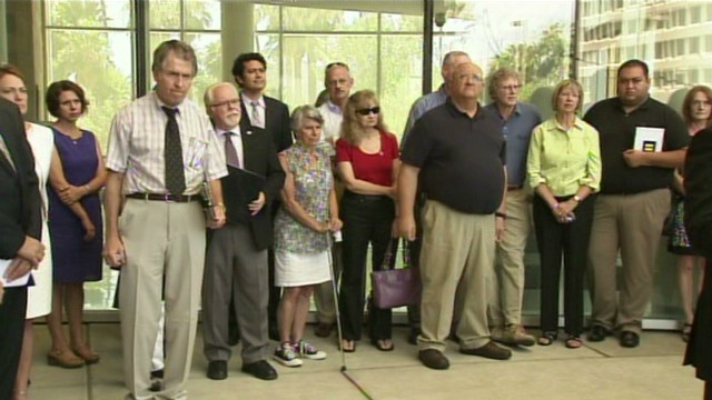 dnt az loughner victims react_00004709