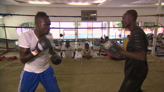 Boxing legend teaching next generation