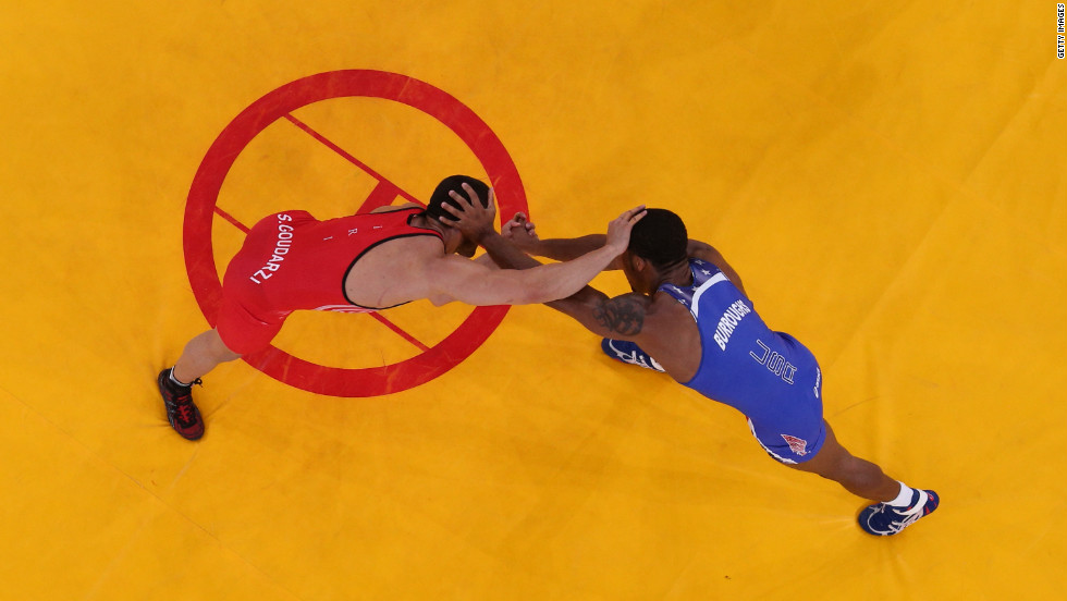 Burroughs, in blue, competes with Goudarzi in the gold medal match.