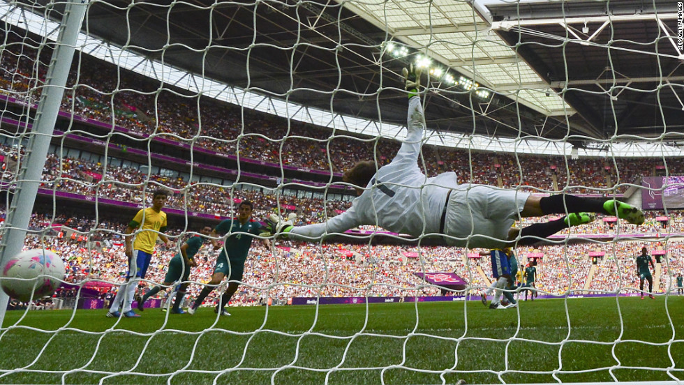 Brazilian goalkeeper Gabriel Vasconcelos Ferreira fails to catch Mexican forward Oribe Peralta's second goal in the men's football final match.