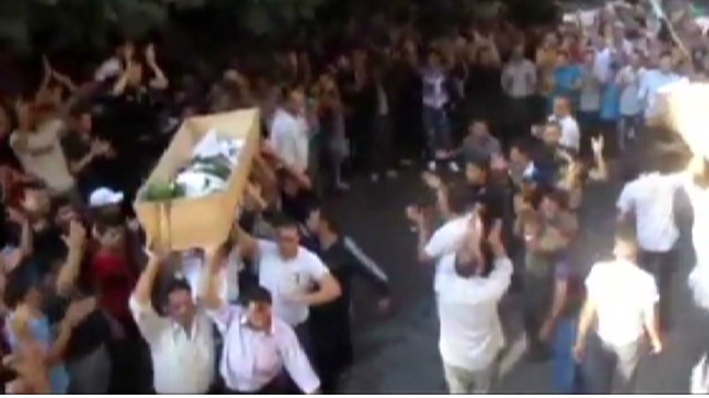 Syria: Violence rages around Damascus