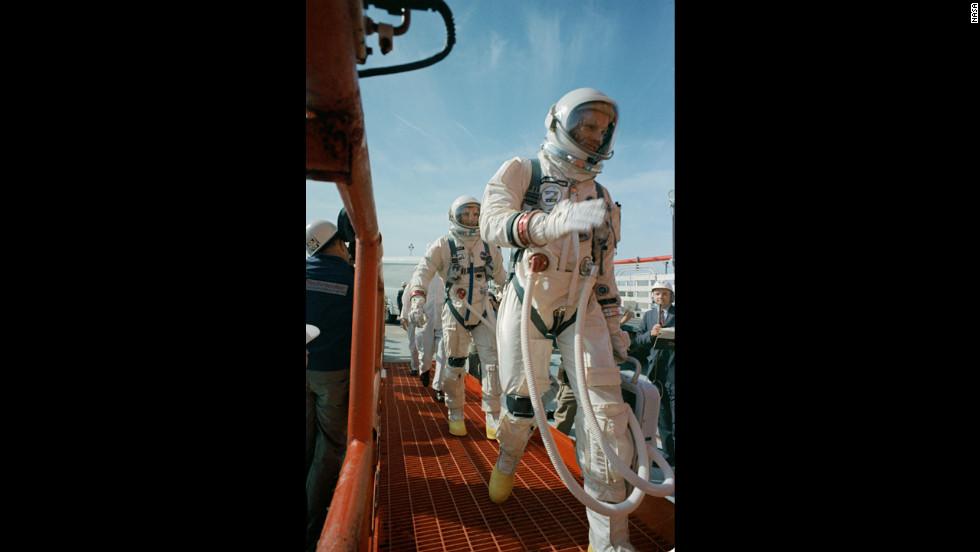 Space legend Neil Armstrong dies - CNN.com