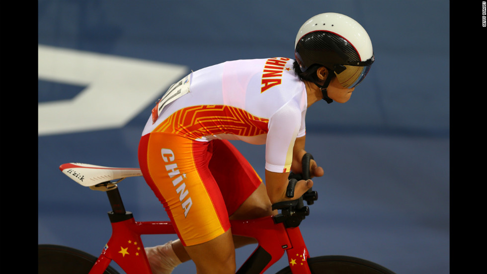 Jianping Ruan of China competes in the women's individual C4 pursuit cycling qualifying.