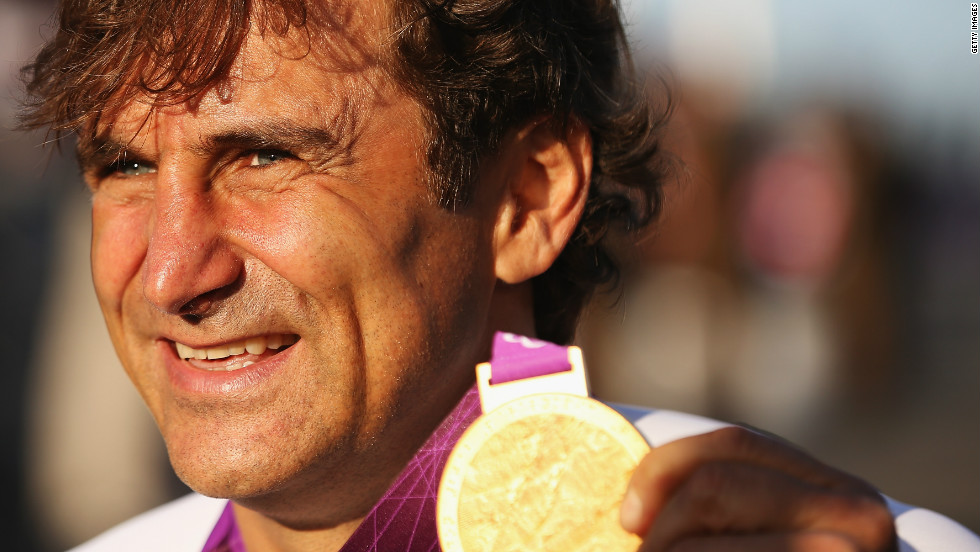 Alex Zanardi proudly displays the gold medal he won at the 2012 London Paralympics in the Individual H4 Time Trial.