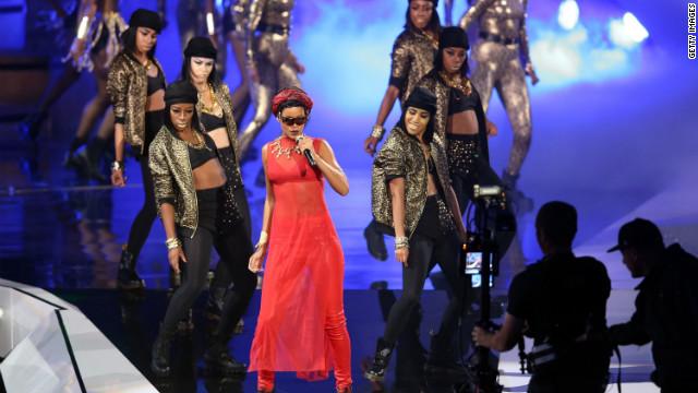 Rihanna takes top honors at the VMAs