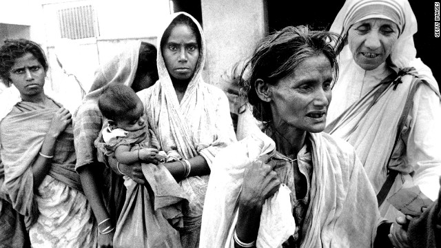 Mother Teresa of Calcutta, Head of the Sisters of Charity, working with some of the lepers in Calcutta on December 7, 1971.