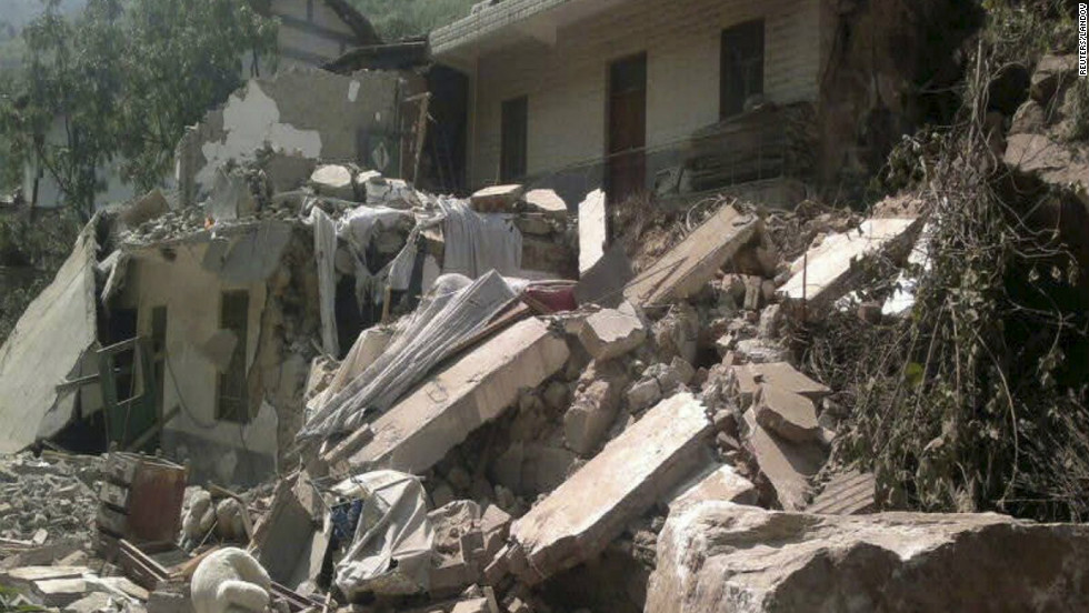 A house collapsed after two earthquakes in Zhaotong.
