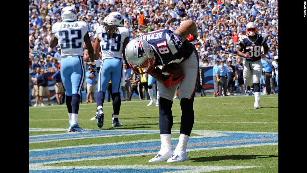 No. 81 Aaron Hernandez of the Patriots bows after catching a touchdown pass against the Titans on Sunday in Nashville.