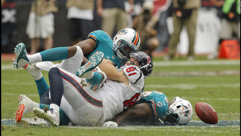 No.81 Owen Daniels of the Texans loses the ball after taking a hard hit by the Dolphins defense in Houston on Sunday.