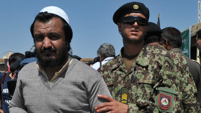 U.S. 'pauses' Afghan detainee transfer
