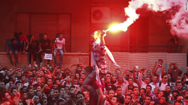 Riot police battle protesters in Cairo