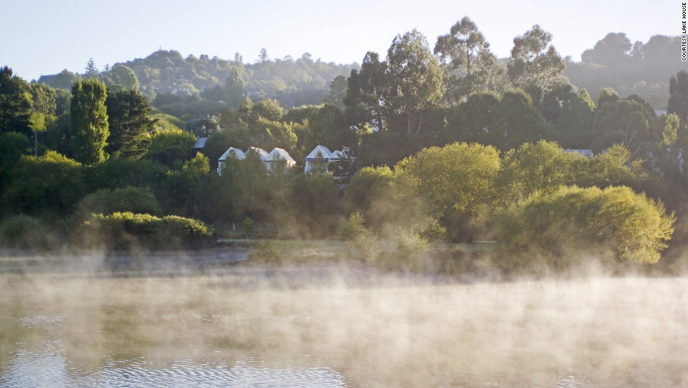 Recover from your retail exertion at the spas in Daylesford. Lake House, complete with a spa and a gourmet restaurant, offers a serene setting for an overnight retreat.