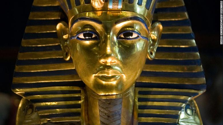 ¿Quebraron la barba del rey Tutankamón y la pegaron con epoxi?