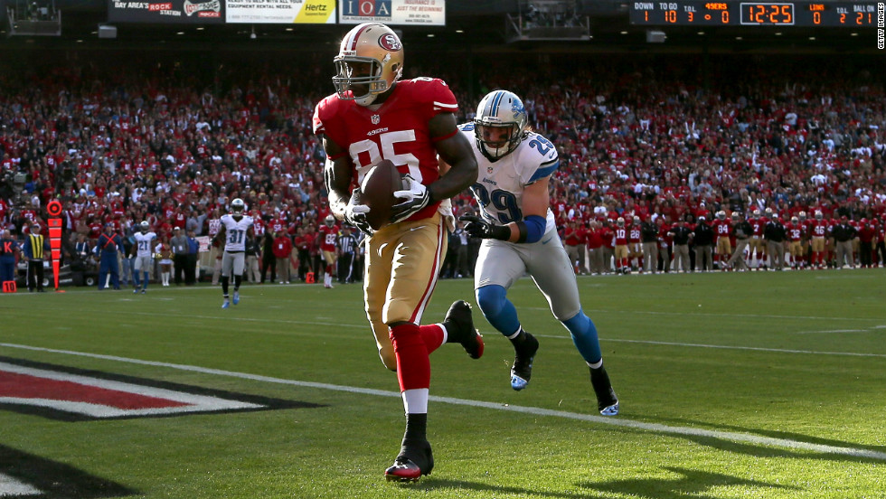 Tight end Vernon Davis of the San Francisco 49ers catches a touchdown pass in front of John Wendling of the Detroit Lions on Sunday.