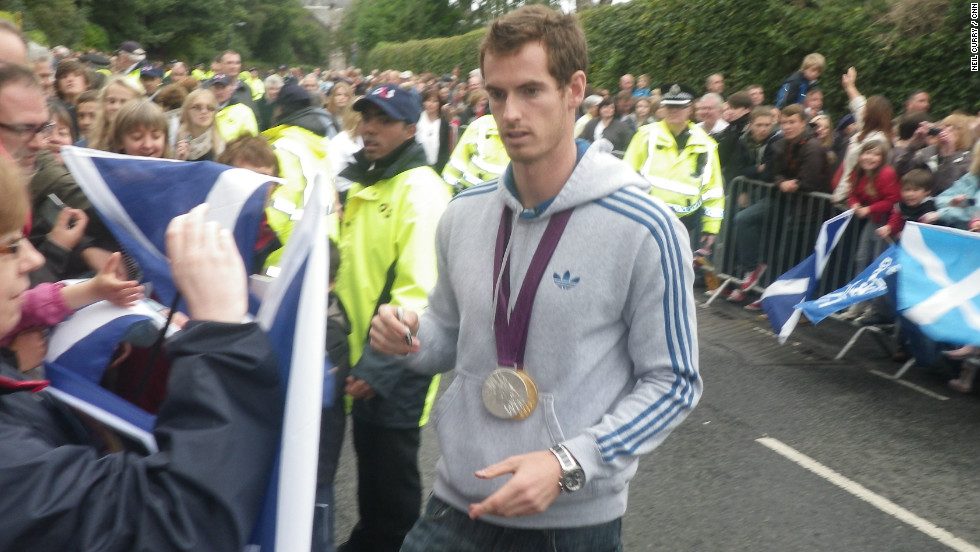 It was also the first time Murray had returned home since he clinched the men's singles gold medal at the Olympic Games. Murray destroyed Roger Federer in three sets to take the title, while also winning mixed doubles silver for Team GB alongside Laura Robson.