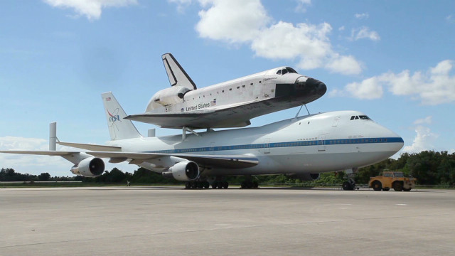Endeavour shuttle piggybacks 747