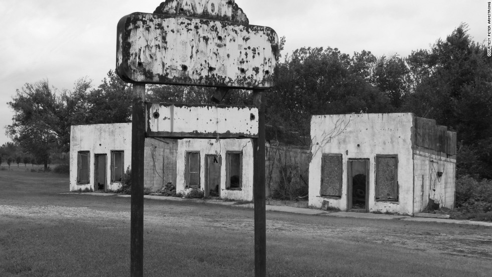 Once used by travelers making their way west or east, the Avon Motel in Afton, Oklahoma, and other now-abandoned motorcourts dot Route 66.