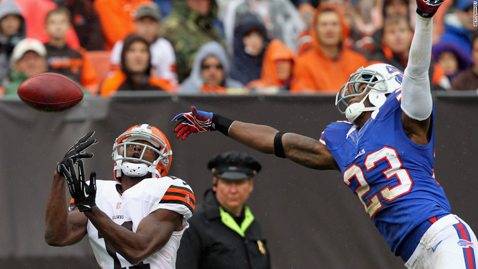 Aaron Williams of Buffalo breaks up a pass intended for Cleveland's Mohamed Massaquoi.