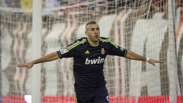 Karim Benzema put Real Madrid ahead with the opening goal during its 2-0 win at Rayo Vallecano.