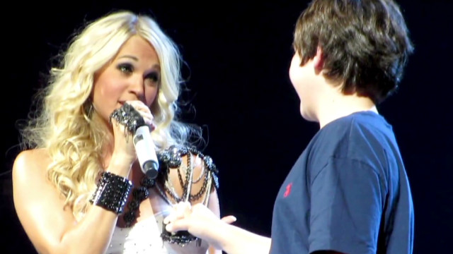 carrie underwood first kiss_00003407