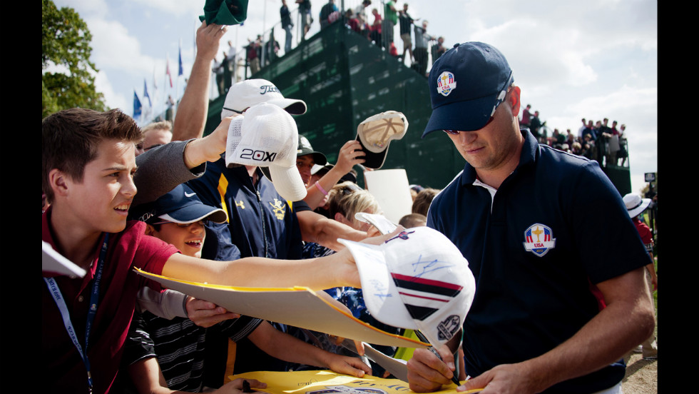 Zach Johnson signs autographs for fans after finishing the 18th hole on Thursday.