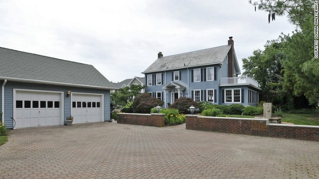 The Toms River, New Jersey, house was used for some of the film's exterior shots.