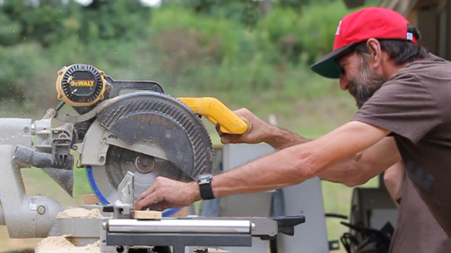 Lamon Luther employs homeless craftsmen and helps them get back on their feet.