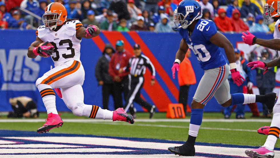 Trent Richardson of the Browns scores a touchdown Sunday.