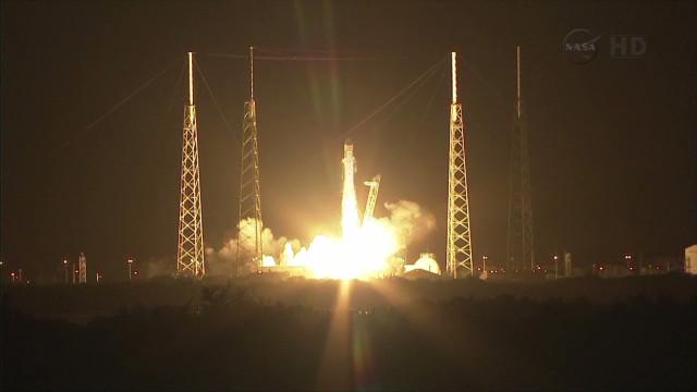 von space x launch_00001401