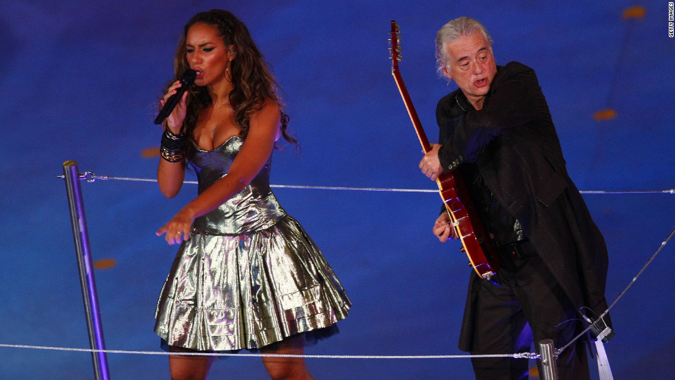 Leona Lewis performs with Page during the closing ceremony of the Beijing 2008 Olympics.