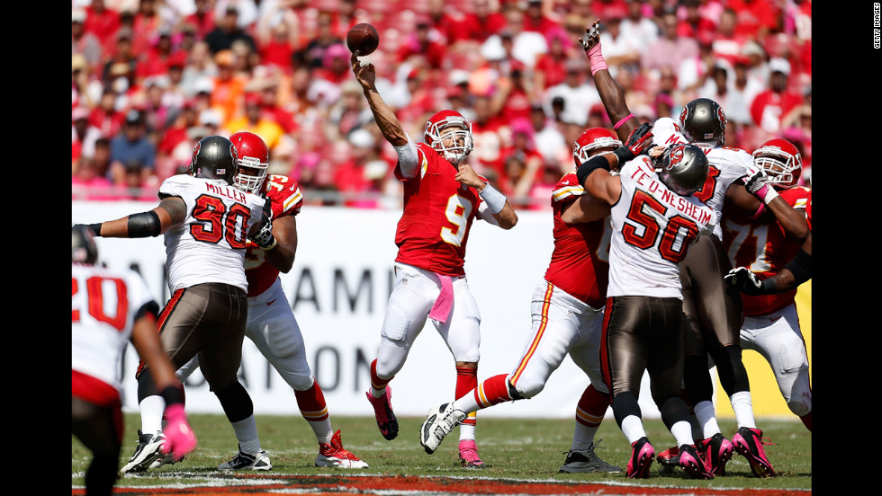 Kansas City Chiefs quarterback Brady Quinn throws a pass against the Tampa Bay Buccaneers on Sunday.