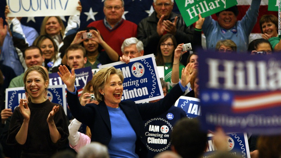 Clinton campaigns in Council Bluffs, Iowa, with her daughter, Chelsea, on January 1, 2008, two days ahead of the January 3 state caucus.