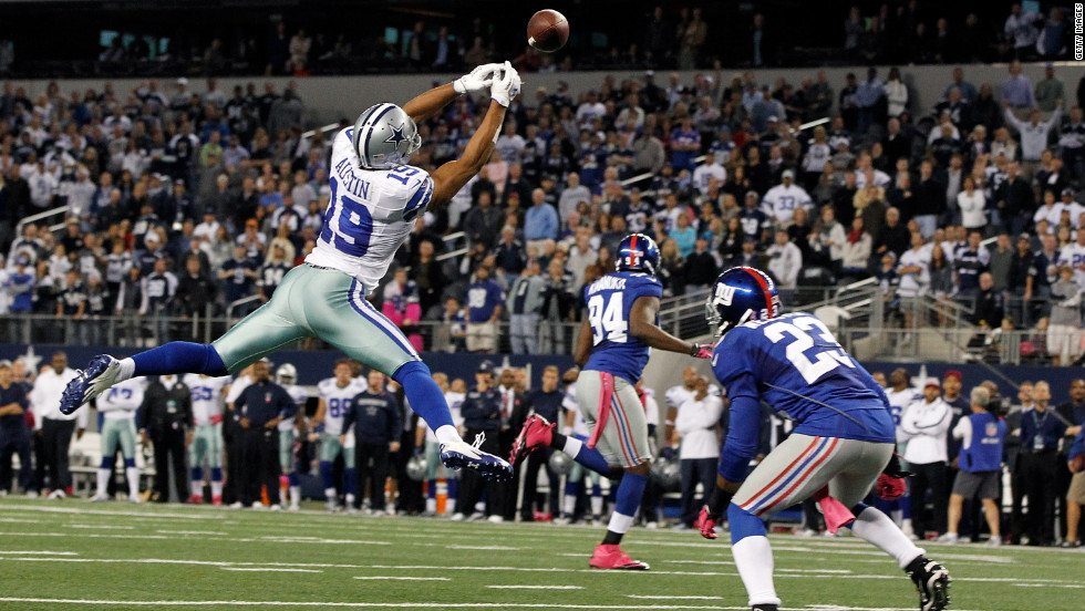 Miles Austin of the Cowboys fails to pull in a pass in the end zone against Corey Webster of the Giants in the last play of the game.