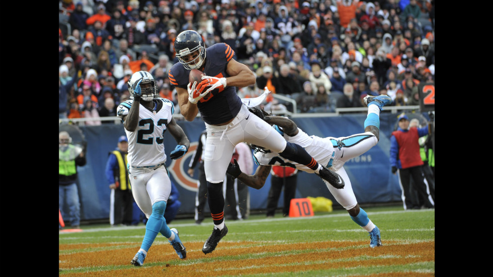 Kellen Davis of the Chicago Bears catches a touchdown pass as No. 30 Charles Godfrey and No. 23 Sherrod Martin of the Carolina Panthers cover him on Sunday in Chicago. The Bears defeated the Panthers 23-12.