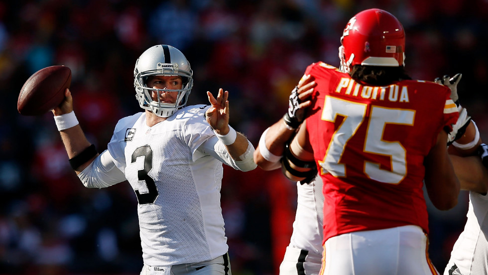 Raiders quarterback Carson Palmer looks to pass during Sunday's game.