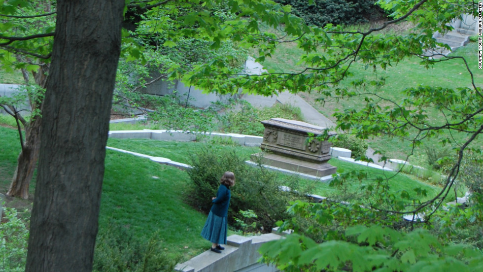 There's nothing to fear at Mount Auburn Cemetery in Cambridge, Massachusetts, where the grounds are a horticultural showcase and the graves include those of Henry Wadsworth Longfellow, Winslow Homer, and Isabella Stewart Gardner.