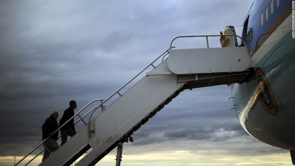 President Obama and FEMA Administrator Craig Fugate board Air Force One in Atlantic City, New Jersey, after visiting Sandy-affected areas.