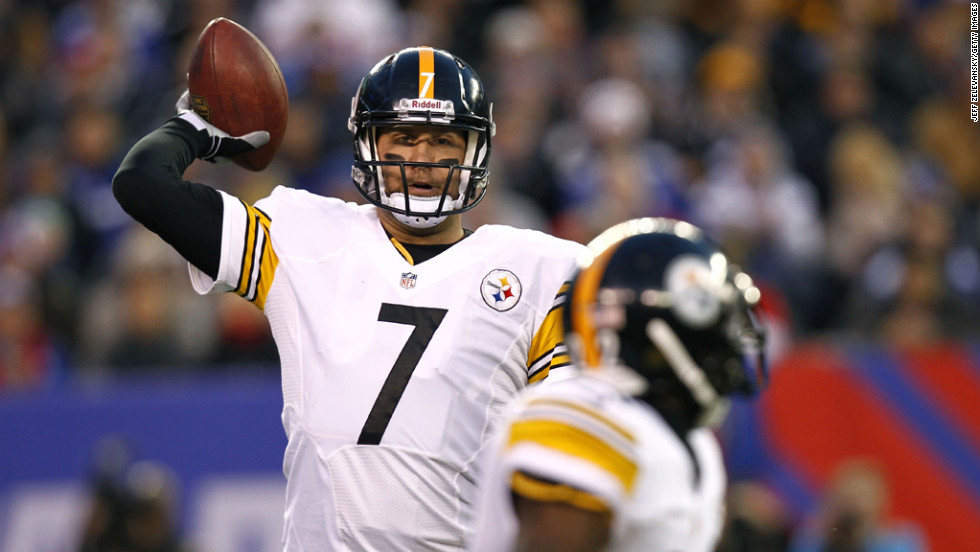 Steelers quarterback Ben Roethlisberger lines up a pass to Chris Rainey of the Steelers.