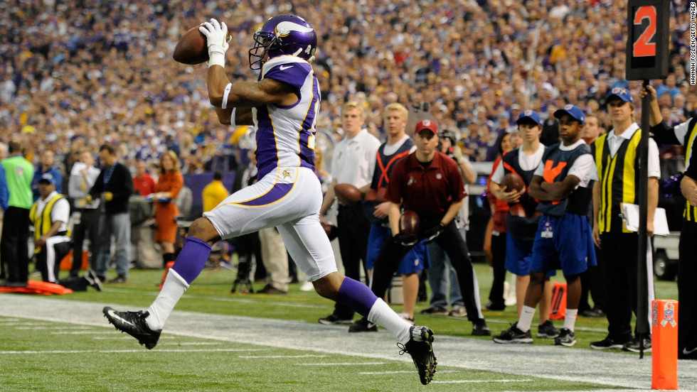 Minnesota's Jarius Wright catches the ball for a touchdown during the first quarter on Sunday.