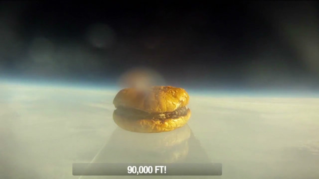 vo.hamburger.in.space_00004310