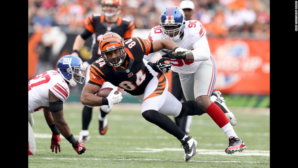 Jermaine Gresham of the Bengals runs with the ball during the game against the Giants on Sunday.