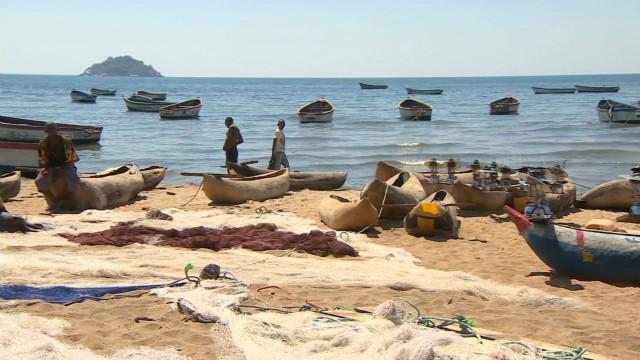 Malawi's 'oil lake'