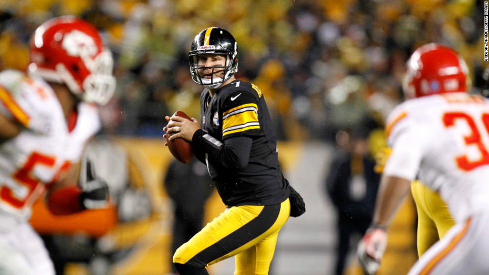Quarterback Ben Roethlisberger of the Steelers looks to pass in the first half against the Chiefs.