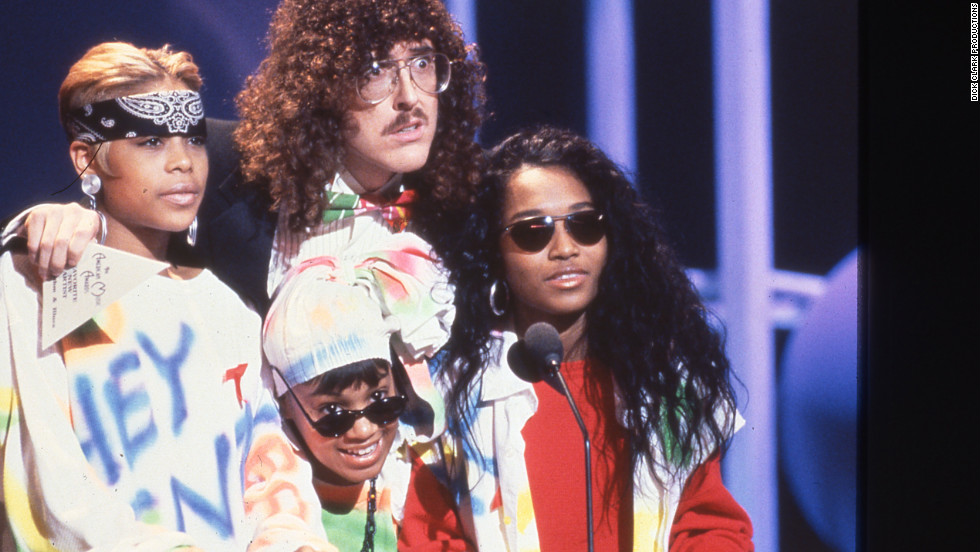 "TLC and ""Weird Al"" Yankovic presented the award for favorite soul/R&B new artist to Kris Kross in 1993."